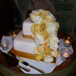 Gold, caremello and cream roses.