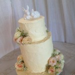 Rustic buttercream and lovely blooms