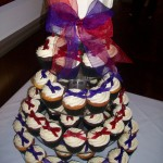 red & purple bows on cupcakes