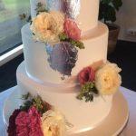 silver-leaf-wedding-cake-with-fresh-flowers