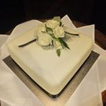 tn_Simple one tier square cake with fresh flowers